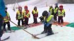 Mateřské i základní školy se učí lyžovat